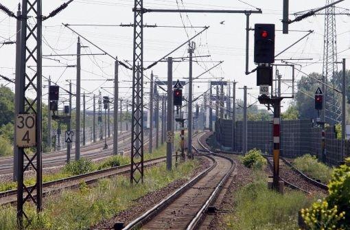 2. Juli: Kinder spielen auf Bahngleisen