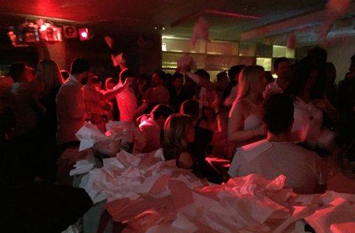 Zu Ehren der ganz besonderen Gäste wurden im Cavos Servietten geworfen – zumindest haben wir das so interpretiert. Foto: Volkmann