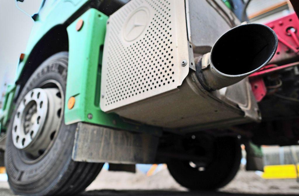 Mit der geplanten Regulierung des CO2-Ausstoßes für Lastwagen betritt die EU nun Neuland. Foto: dpa-Zentralbild