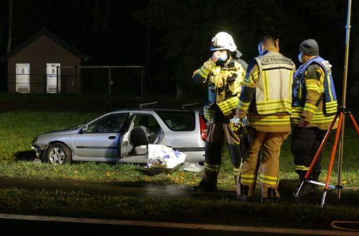 Auto fährt in Gruppe: Junge tot, zwei Schwerverletzte
