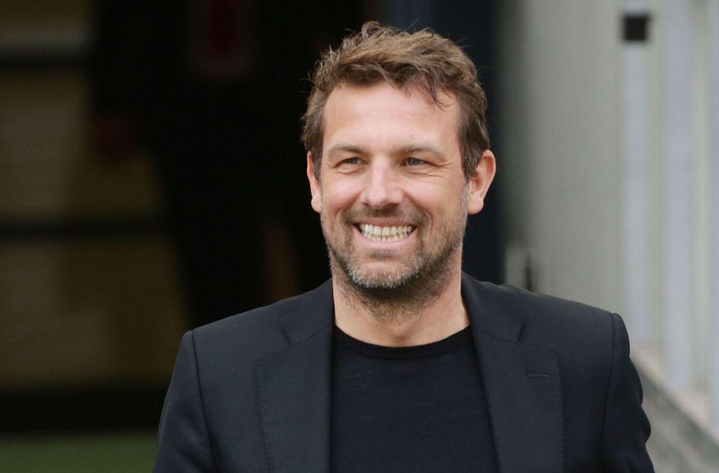 Das Lachen ist zurück: VfB-Trainer Markus Weinzierl kann nach dem 5:1 aufatmen. Foto: Baumann