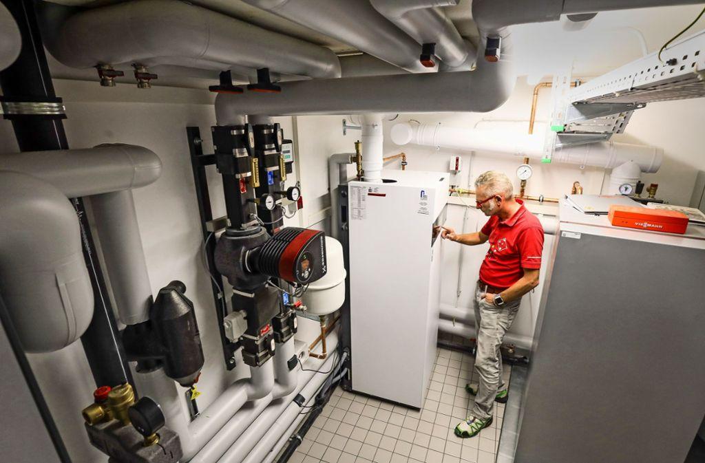 Eine Brennstoffzelle für die Stromerzeugung liefert einen entscheidenden Beitrag dafür, dass Ralf Sklarskis Mehrfamilienhaus energiesparend ist. Foto: factum/Simon Granville