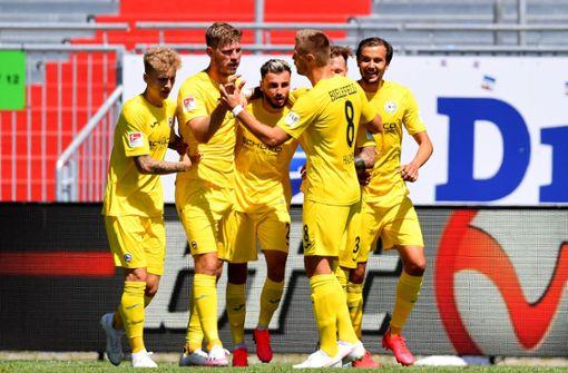 Spieltagsblog: Spitzenreiter Arminia Bielefeld feiert Last-Minute-Sieg