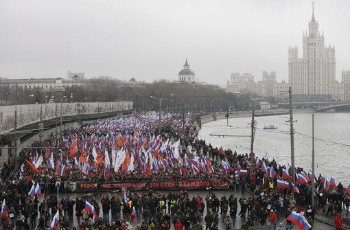 Zehntausende nehmen an Trauermarsch teil