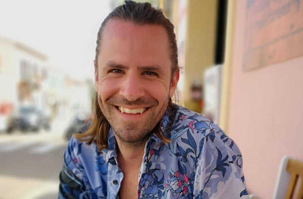 Kai Plaumann ist Schauspieler und arbeitet im Service-Team der Zeitungsgruppe Stuttgart. Auf dem Stuttgarter Marktplatz hatte man ihn angesprochen und gefragt, ob er bei der Dating-Show mitmachen will. Foto: Plaumann