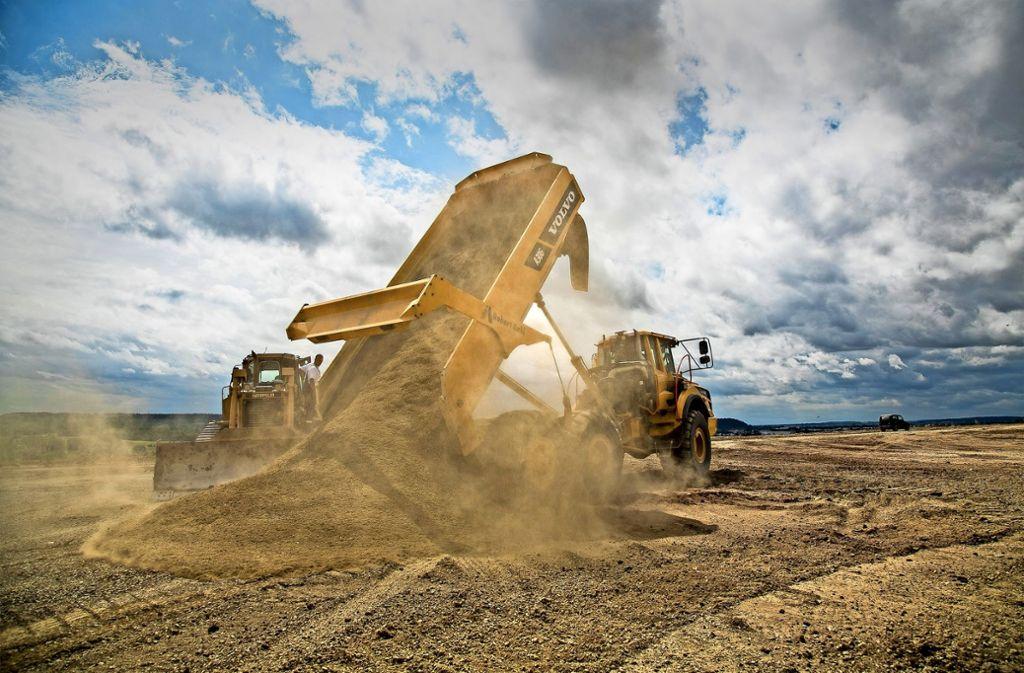 Die Baunternehmer plagt ein Problem: Wohin mit dem Erdaushub und dem Bauschutt?     Auf den Deponien im Landkreis gibt es Engpässe. Foto: Mierendorf