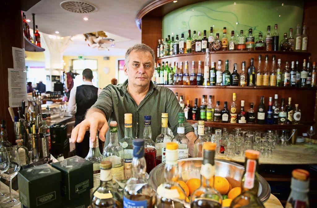 Remo Heine bietet auch in seinem Grand Café Planie einen Mittagstisch an, beklagt aber die hohen Kosten. Foto: Lichtgut/Leif Piechowski