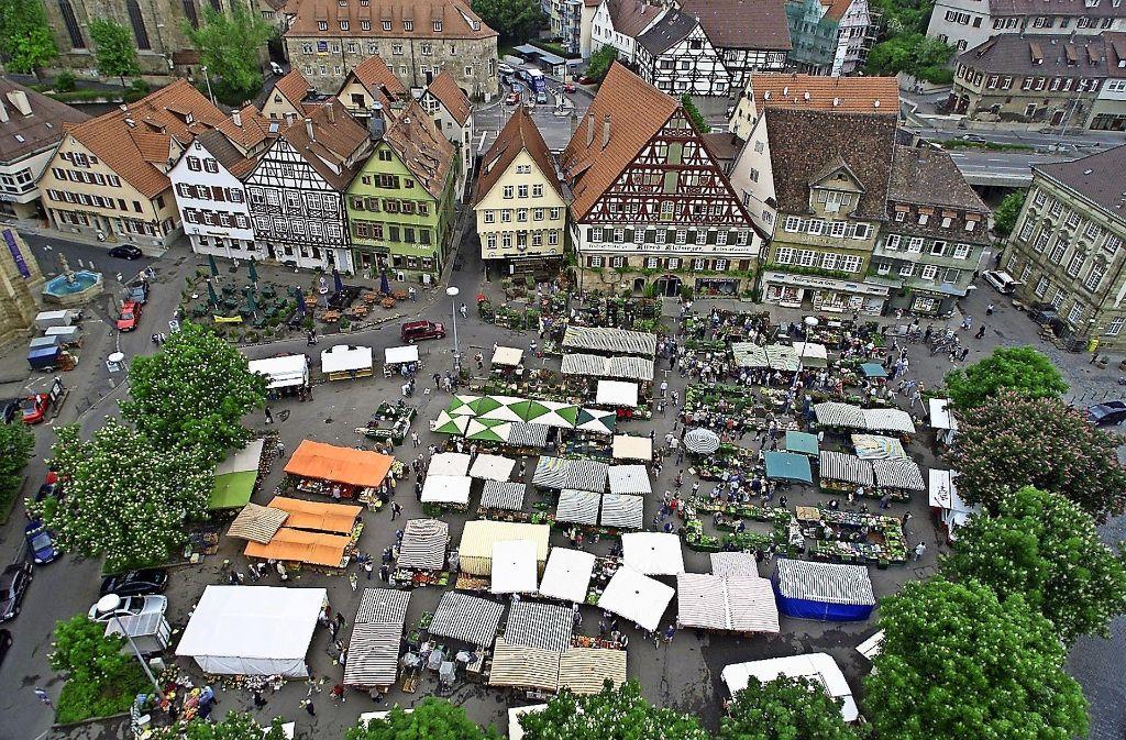 Nun vertreibt auch das Bürgerfest  die Händler vom  Marktplatz. Foto: Horst Rudel