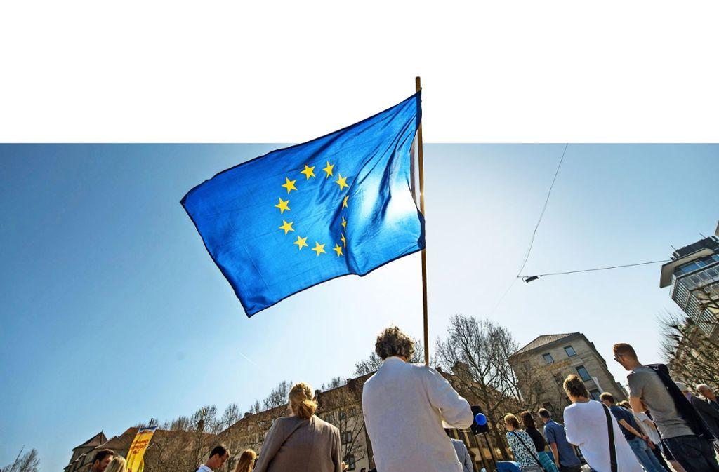 Freunde der EU im Südwesten: eine Kundgebung von Pulse of Europe auf dem Stuttgarter Schlossplatz Foto: Martin Stollberg