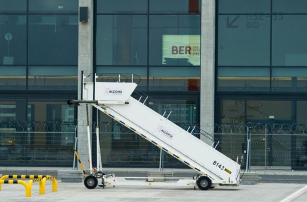 Treppe ins Nichts – erst 2016 soll der erste Flieger vom Großflughafen Berlin abheben. Foto: dpa