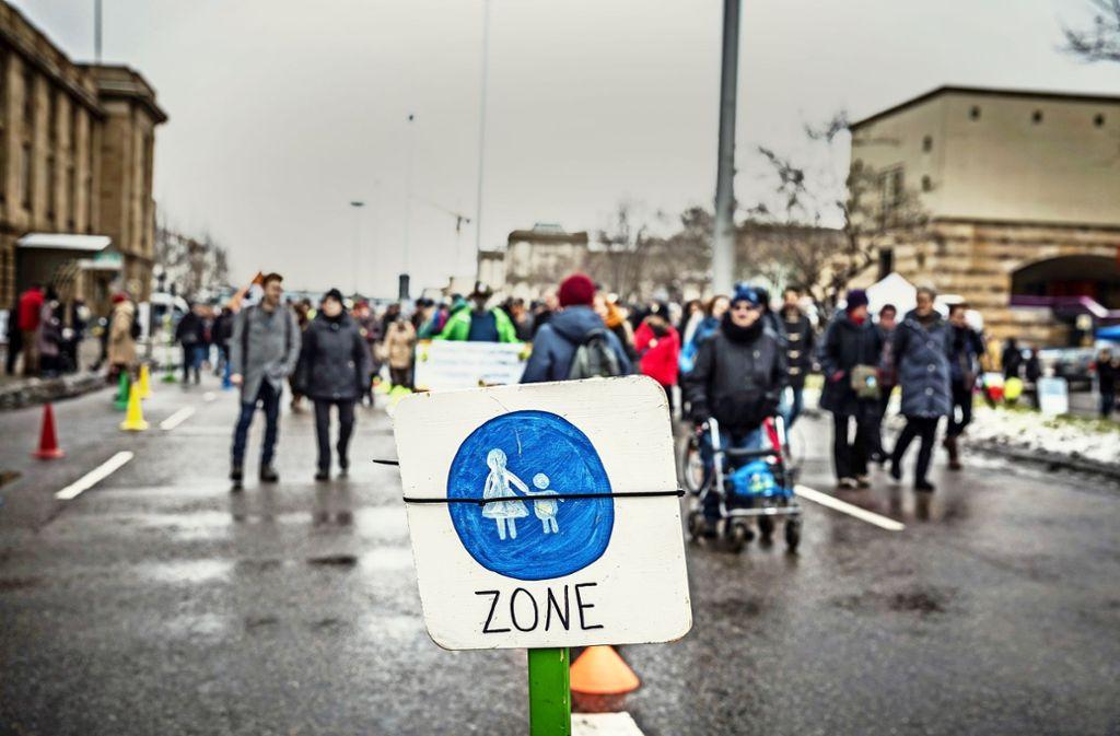 Die Bundesstraße ist für zwei Stunden für Autos tabu gewesen. Foto: Lg/Rettig