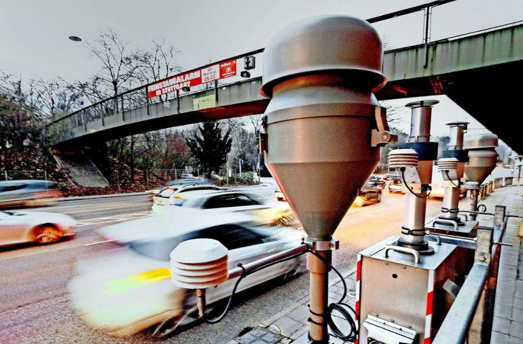Die Platzierung der Messstation am Neckartor steht in der Kritik. Foto: dpa