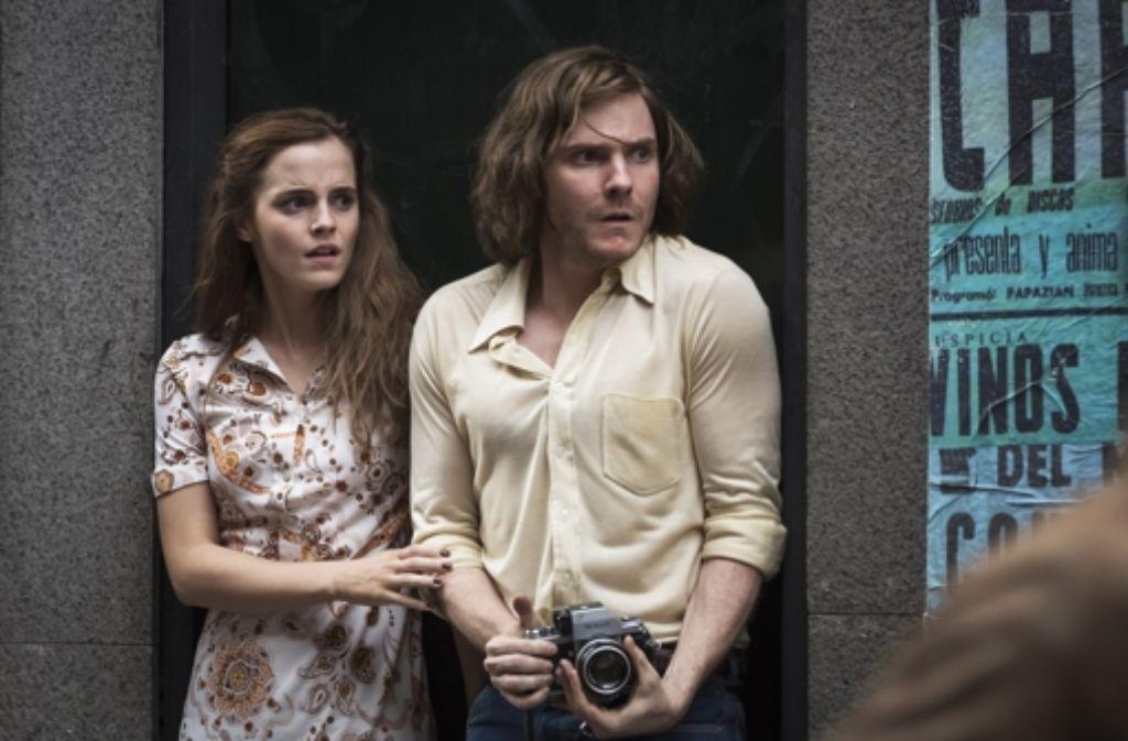 Die deutsche Flugbegleiterin Lena (Emma Watson) will ihren Freund Daniel (Daniel Brühl) in Chile vor Haft und Folter retten. Foto: Majestic Filmverleih