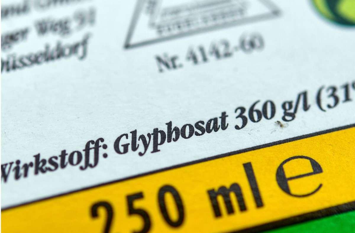 Privatnutzer dürfen das Unkrautvernichtungsmittel Glyphosat bald nicht mehr im eigenen Garten verwenden. (Symbolfoto) Foto: dpa/Patrick Pleul