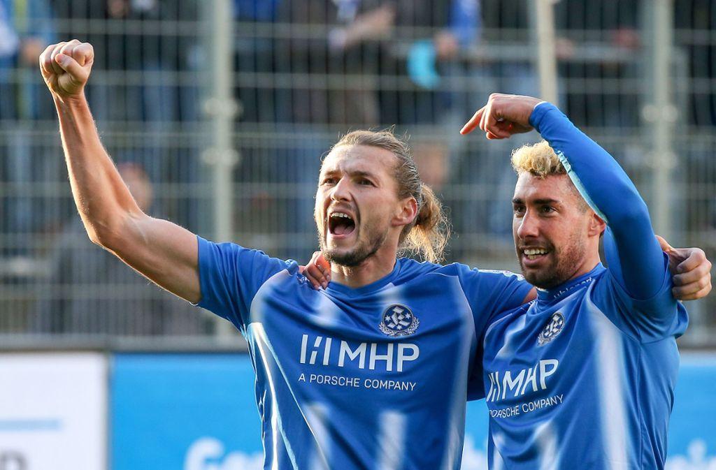 Treffen regelmäßig: Die Kickers-Stürmer Mijo Tunjic (li.) und Cristian Giles. Foto: Baumann