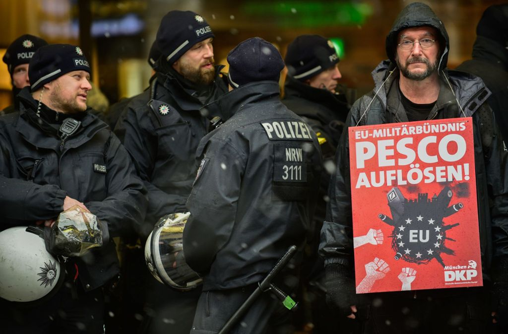 Demonstranten protestieren gegen die Münchner Sicherheitskonferenz. Foto: dpa