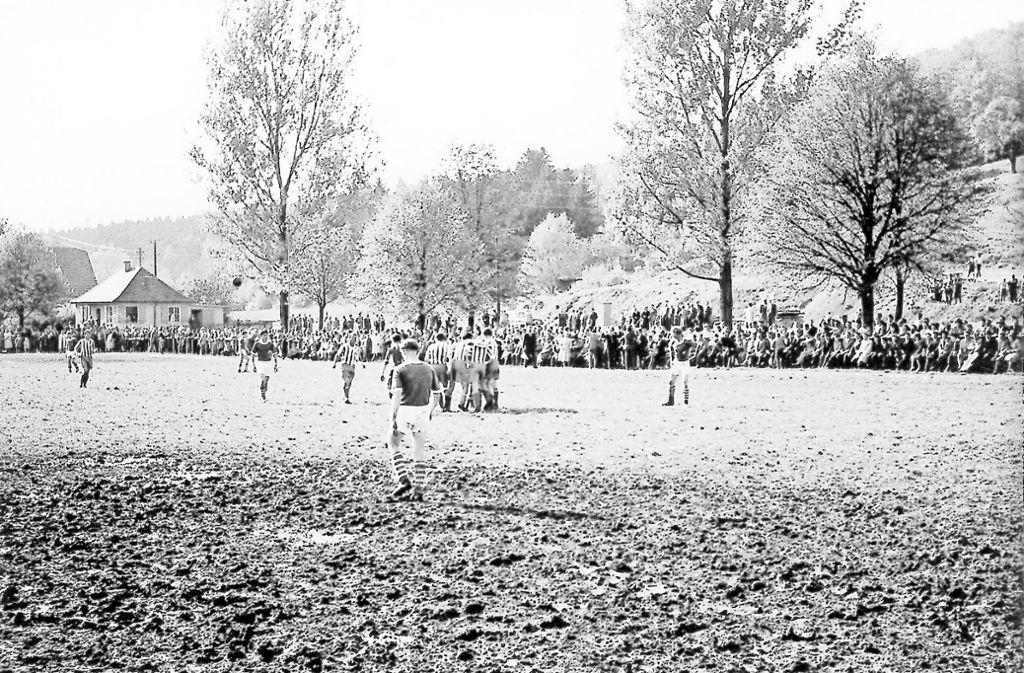 Den Rasenplatz an der Kuntzestraße, oft mehr Acker als Wiese, säumen häufig mehr als 1000 Zuschauer. Foto: . Foto: VfR Süßen
