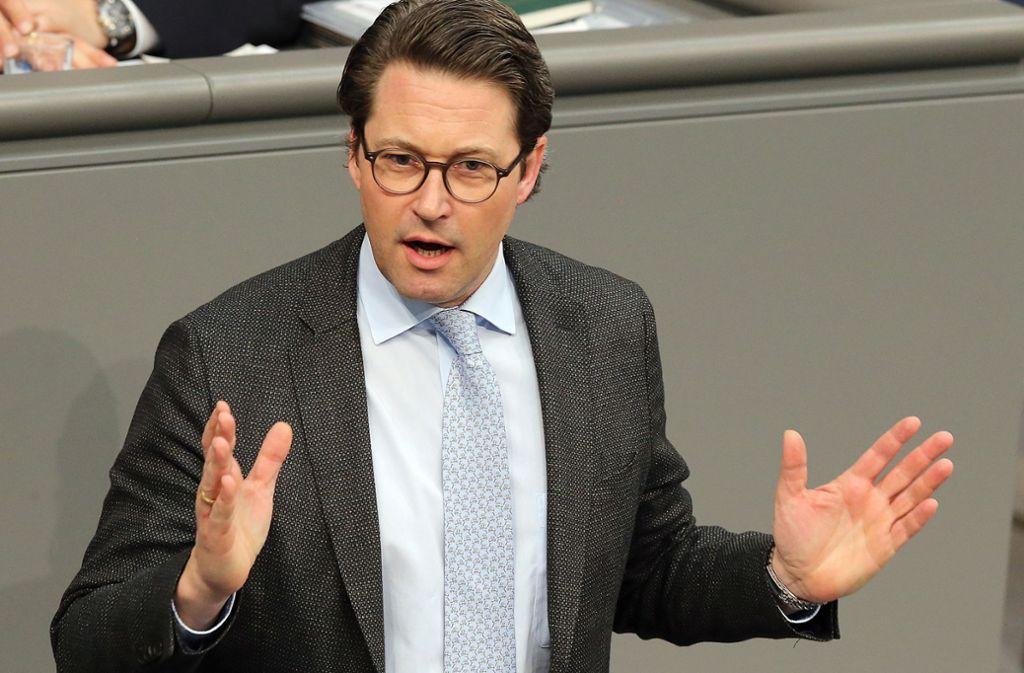 Bundesverkehrsminister Andreas Scheuer (CSU)  nimmt die Hersteller in Schutz Foto: dpa