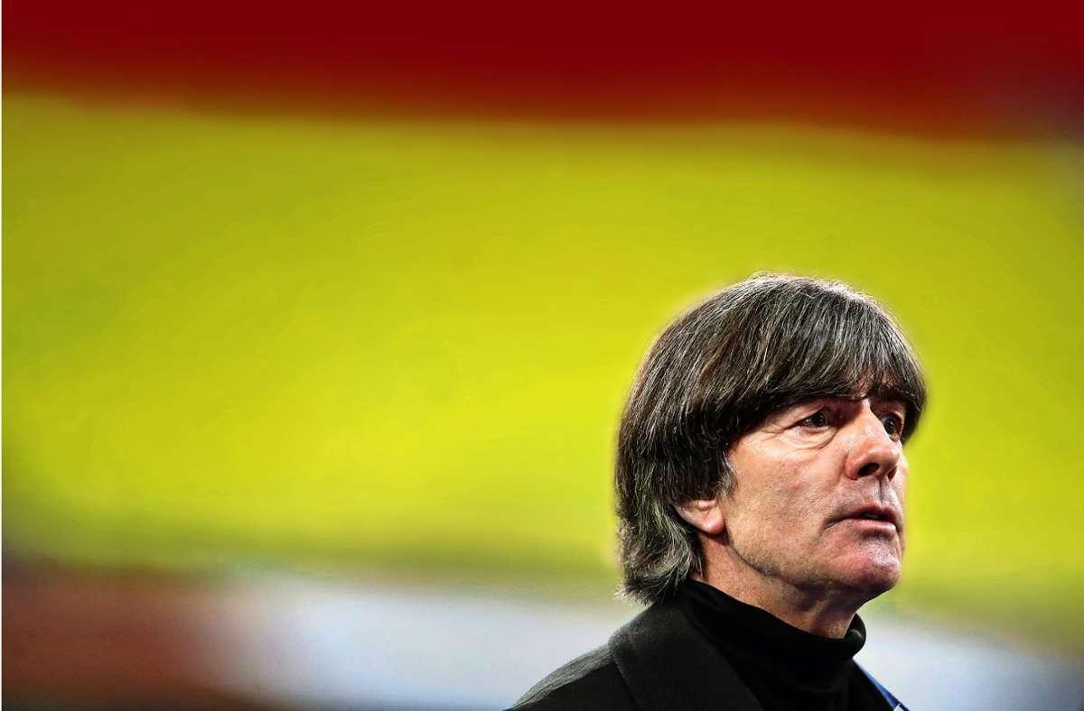 Wie lange bleibt Joachim Löw noch im Amt? Foto: AFP/RONNY HARTMANN