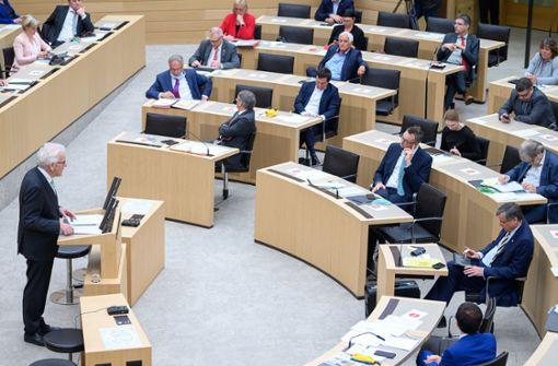 Kretschmanns Appell: Mit der Pandemie leben lernen