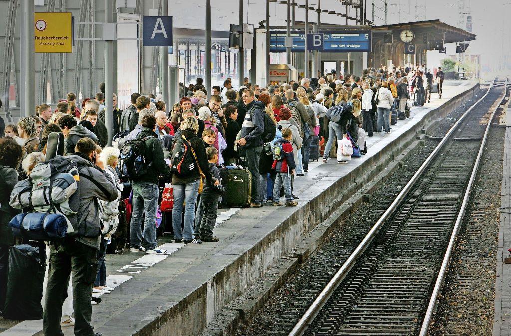 Ärgernis für Bahn-Kunden: Züge verspäten sich häufiger. Foto: AP