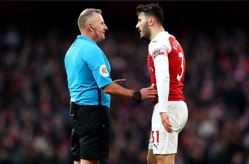 Arsenal-Profi muss sich auf dem Spielfeld übergeben