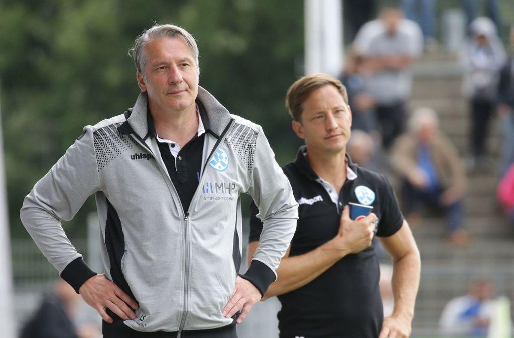 Stecken mit den Stuttgarter Kickers in einer ganz schwierigen Phase: Der Sportliche Leiter Lutz Siebrecht (li.) und Trainer Ramon Gehrmann. Foto: Baumann