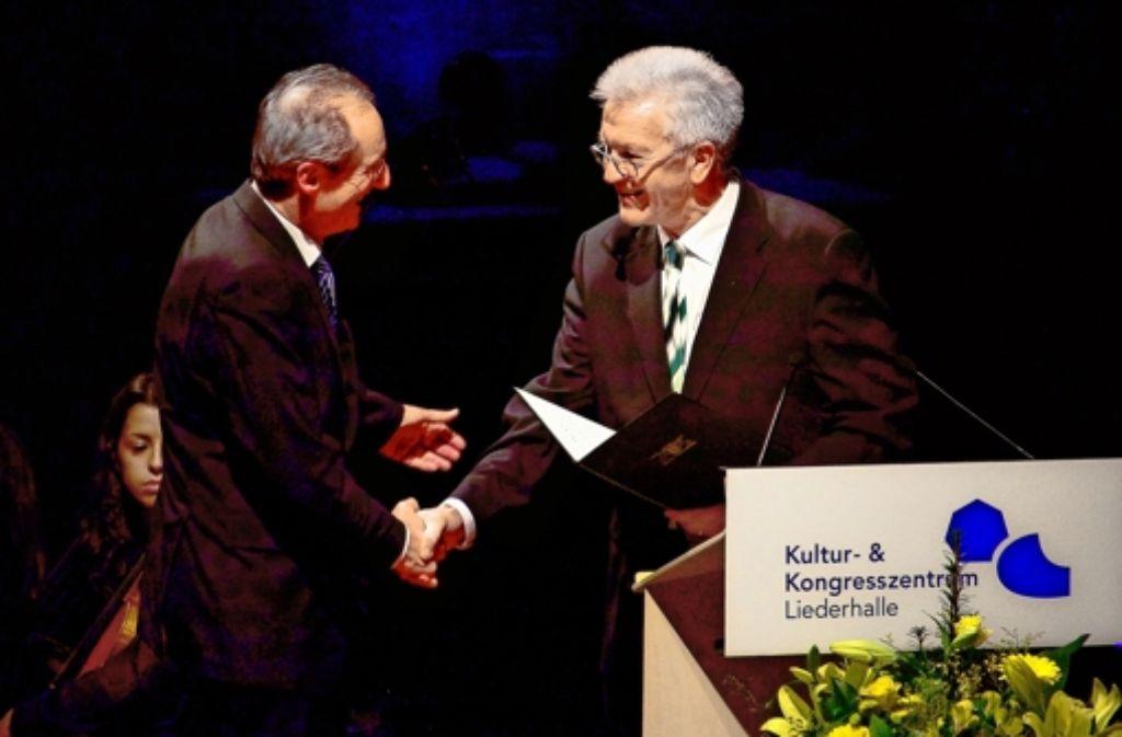 Von Winfried Kretschmann (rechts) zum Professor gemacht: Stuttgarts Ex-OB Wolfgang SchusterFoto: factum/Weise Foto: