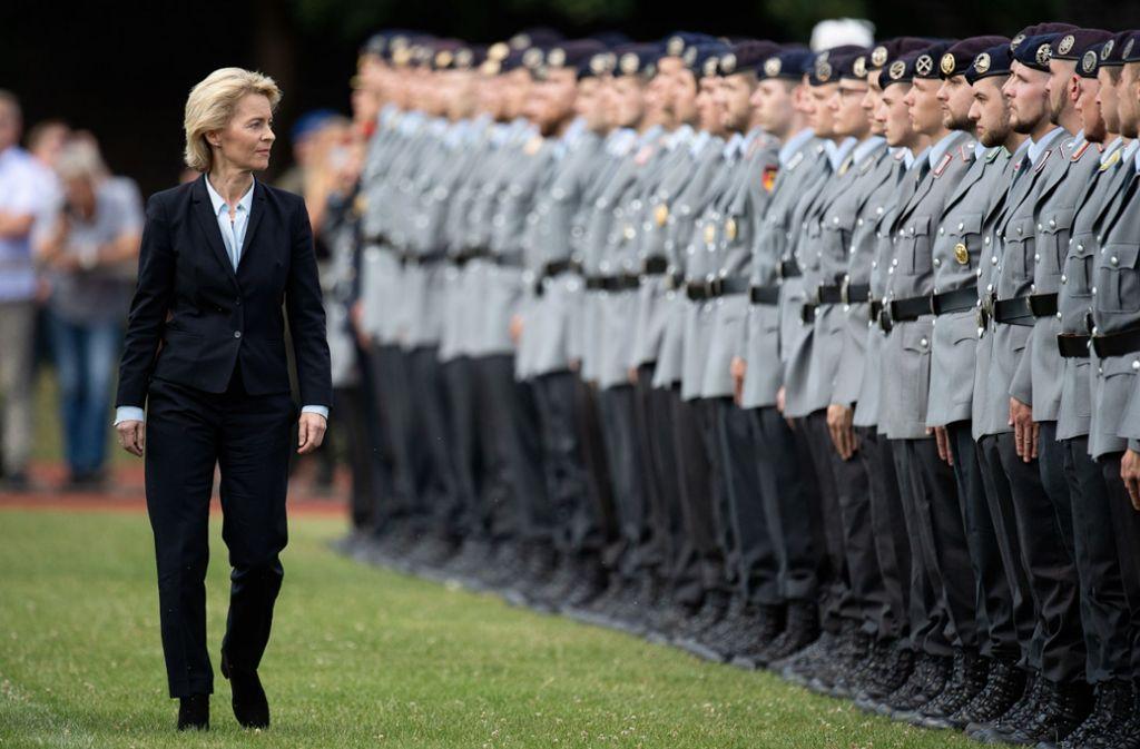 Verteidigungsministerin Ursula von der Leyen droht ein Untersuchungsausschuss Foto: dpa