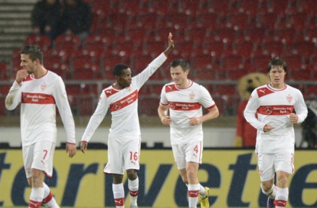 Ibrahima Traoré (Zweiter von links) ist beim VfB der Mann des Abends Foto: dapd