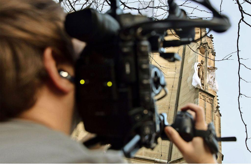 Thomas Putzes Auftritt als nackter Heiliger ist am Samstagabend auf großes Medieninteresse gestoßen. Foto: Eppler