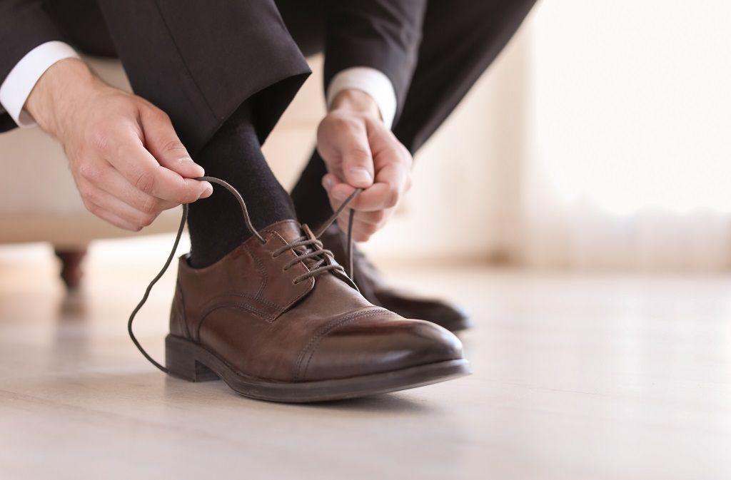 Was hilft gegen quietschende Schuhe? Foto: New Africa/Shutterstock