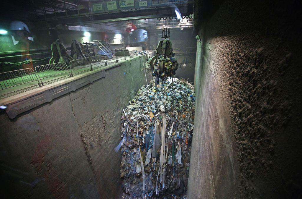 Im Oktober soll der Kreistag abschließend darüber entscheiden, ob die Verbrennungskapazitäten im Göppinger Müllheizkraftwerk erhöht werden. Foto: Ines Rudel/Archiv