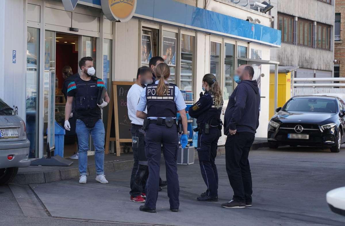 Ein Bewaffneter hatte eine Tankstelle überfallen. Foto: Andreas Rosar Fotoagentur-Stuttg