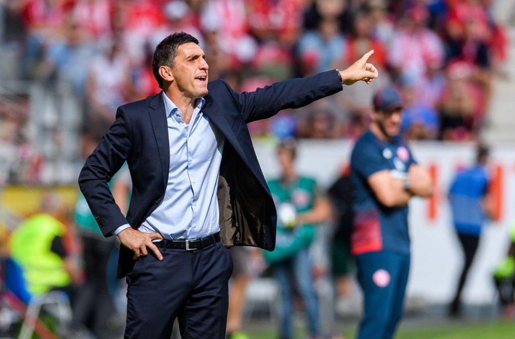 Wer beim VfB Stuttgart spielt, bestimmt immer noch der Trainer Tayfun Korkut. In der Bildergalerie zeigen wir die Einzelkritik der Spieler gegen Main 05. Foto: Getty