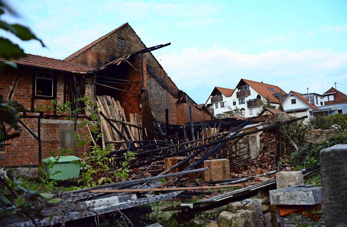 An dieser Stelle in Echterdingen  hat am Wochenende  ein Feuer gewütet. Die Ursache ist weiter unklar. Foto: Philipp Braitinger