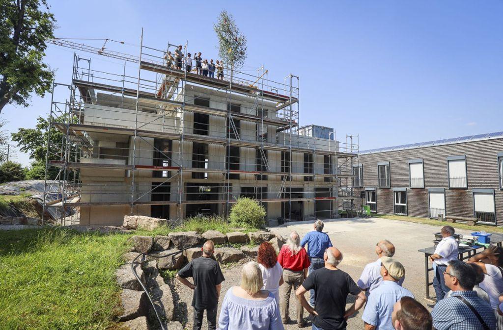 Wann kann im neuen Wohngebiet das erste Richtfest gefeiert werden – so wie hier Ende Juni am Jugendheim Waldhaus in Hildrizhausen. Foto: factum/