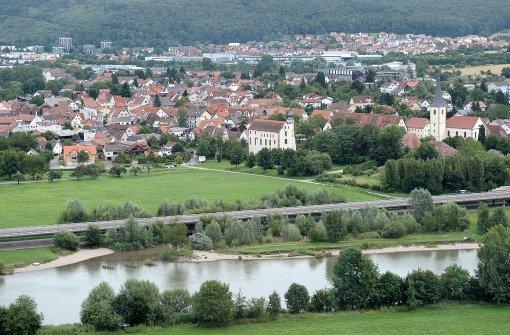 18-Jährige fährt in den Neckar