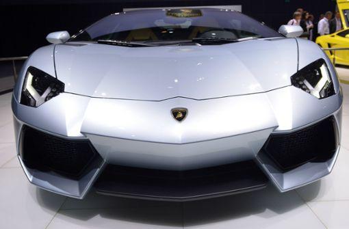 Unbekannte zerkratzen vier Lamborghini