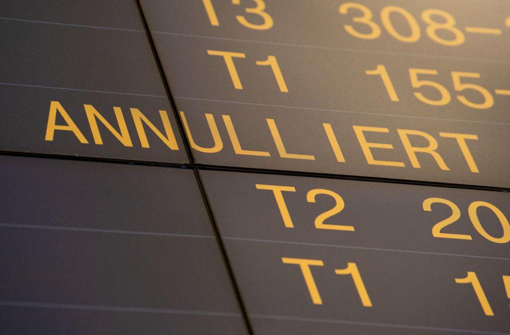 Auch am Freitag streiken die Flugbegleiter wieder. Foto: dpa/Marijan Murat