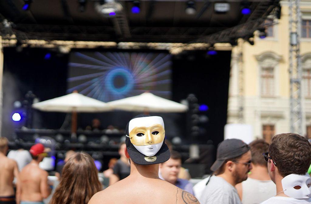 Als kleinen Gag des Veranstalters gibt es barocke Masken. Weitere Eindrücke vom Electrique Baroque gibt es in unserer Bildergalerie. Foto: 7aktuell.de/Rafal Niewienda