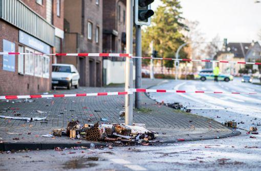Mann fährt in Fußgängergruppe – Polizei vermutet Fremdenhass