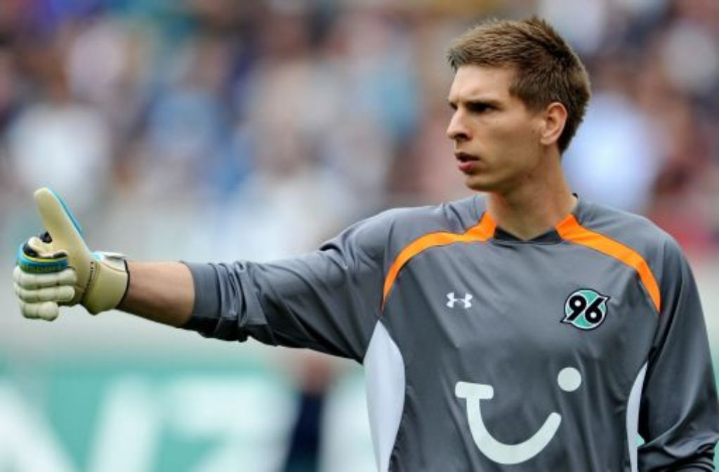 Bei Hannover 96 ist Ron-Robert Zieler längst die Nummer eins, Jogi Löw sieht ihn beim DFB aktuell als Nummer drei. Foto: dpa