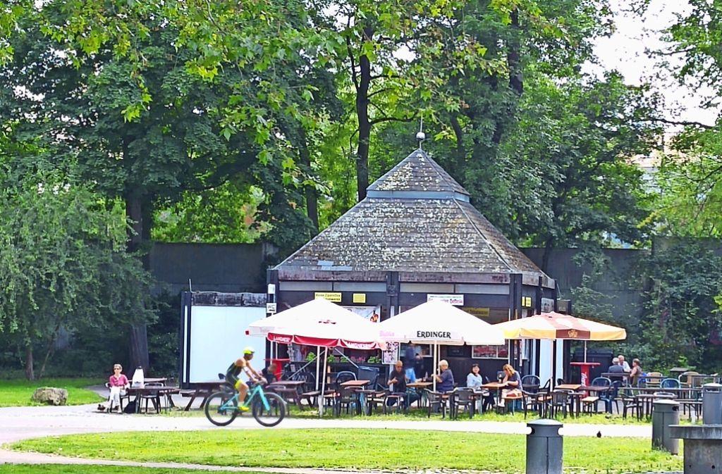 Der Kiosk mit den Grillstellen ist im Sommer ein beliebter Treffpunkt. Foto: Jürgen Brand
