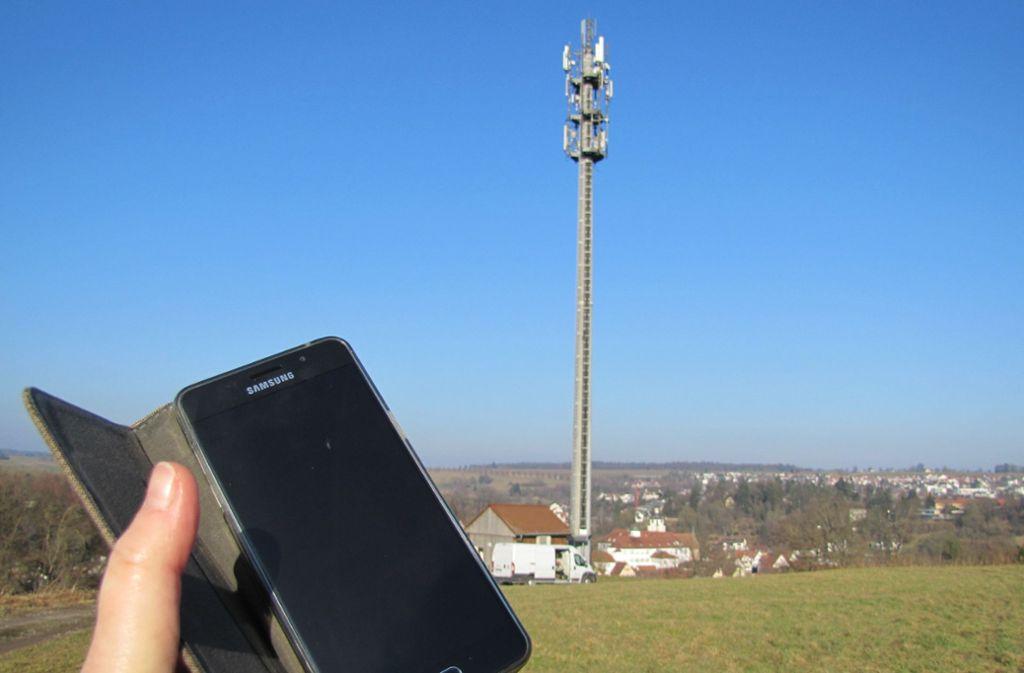 Bei einer Störung im Mobilfunk-Netz ist nicht nur das Telefon abgehängt. Foto: Claudia Barner