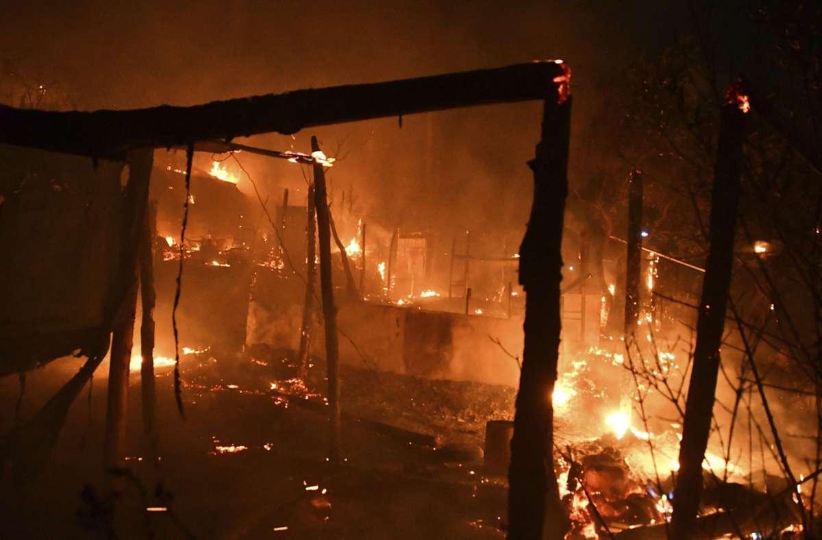 400 Migranten leben in dem vom Feuer betroffenen Lager auf Samos. Foto: dpa/Michael Svarnias