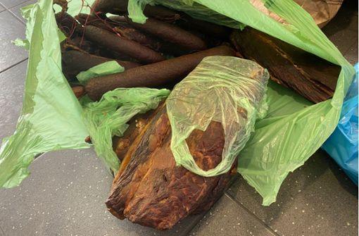 Knapp 600 Kilo Fleisch- und Wurstwaren aus dem Verkehr gezogen