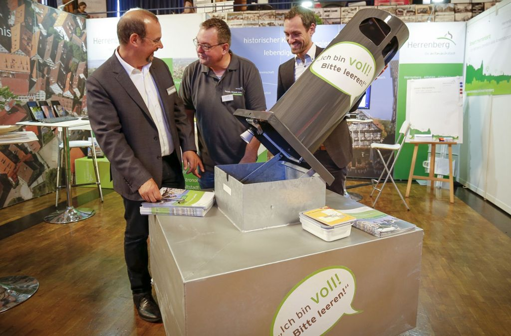 Faszinierende Technik:  die intelligenten Herrenberger Mülleimer Foto: factum/Granville