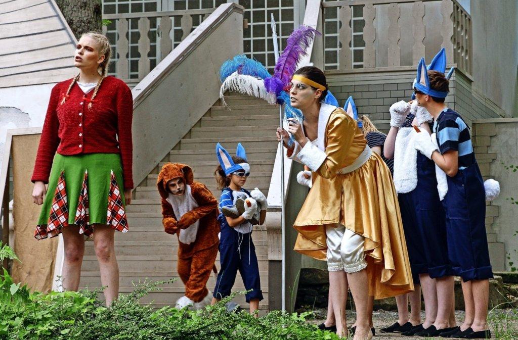 """Mit großer Bühnenpräsenz   hauchen  die großen und kleinen Mimen  """"Dem Zauberer von Oz""""  Leben ein. Foto: factum/Bach"""