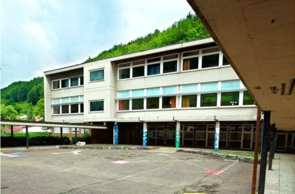 Keine Lehrer, kaum noch Schüler: die Wiesensteiger Hauptschule schließt. Foto: Rudel